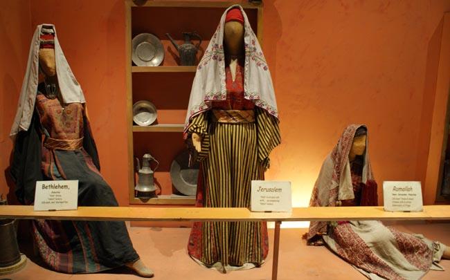 Traditionelle Kleidung im Nahen Osten - Volkskundemuseum von Amman (Jordanien)