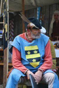 Ritter Bertram von Eickstedt (Darstellung) beim Geschichtenerzählen