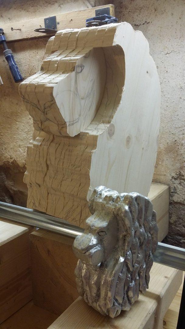 Rohform des Löwenkopfes mit dem kleinen Vorbild